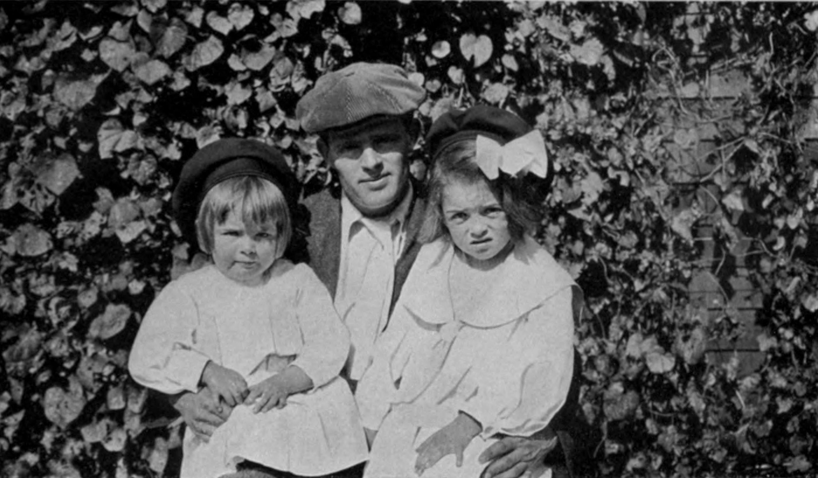 Jack_London_with_daughters_Bess_(left)_and_Joan_(right)